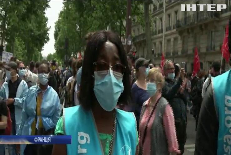 У Парижі сльозогінним газом розігнали протест медпрацівників