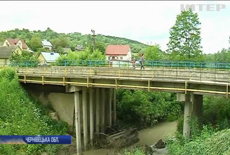 Негода в Україні: дощі руйнували будинки та затоплювали дороги