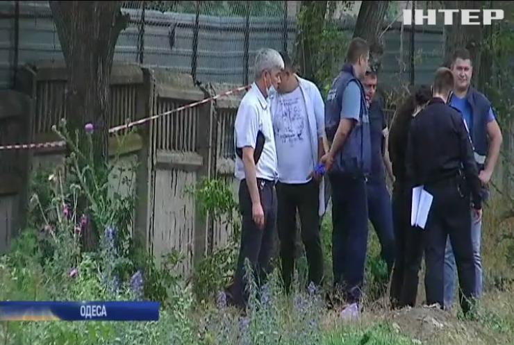 В Одесі біля житлових будинків впав легкомоторний літак