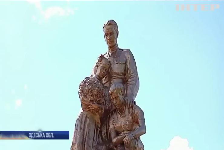 """День пам'яті жертв Другої світової війни на Одещині: """"Опозиційна платформа - За життя"""" реставрувала застарілий меморіал"""
