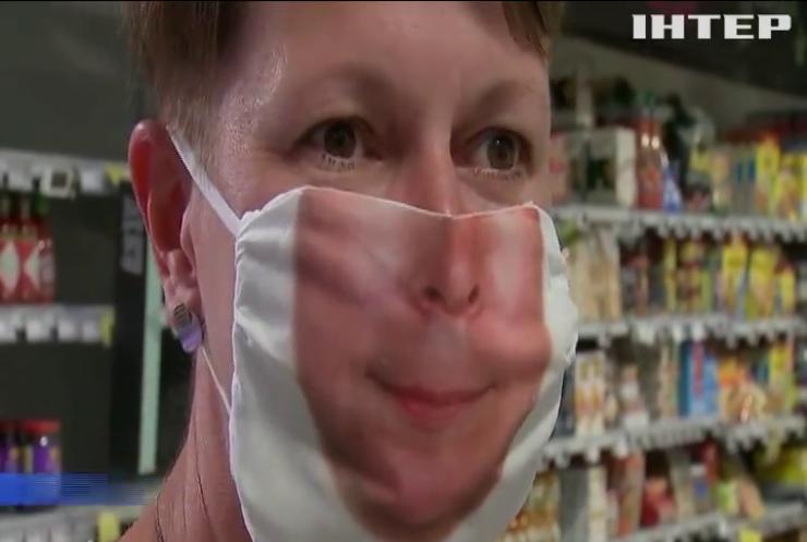 У Брюсселі почали продавати маски, що усміхаються