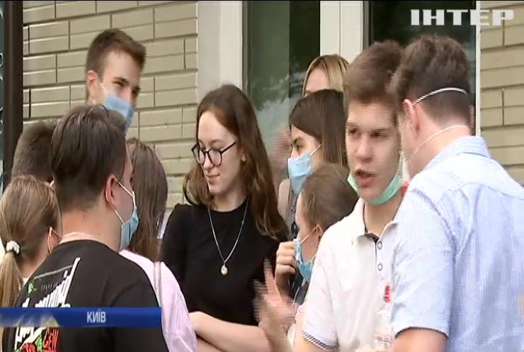Як випускники виборюють право на освіту в Україні в умовах карантину