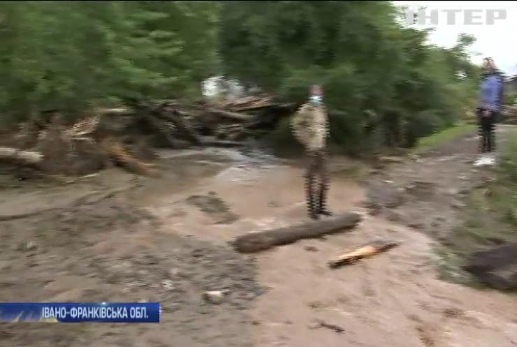 Негода на Прикарпатті: Володимир Зеленський відвідав затоплений Ланчин