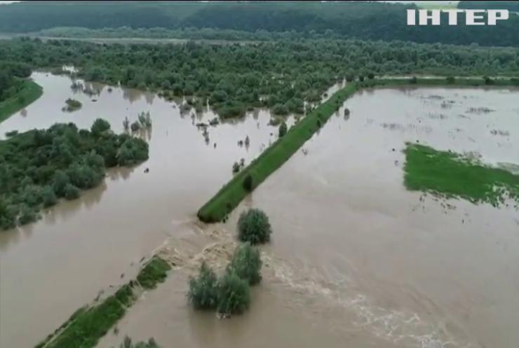 В Україну доставлять гуманітарну допомогу до затоплених регіонів