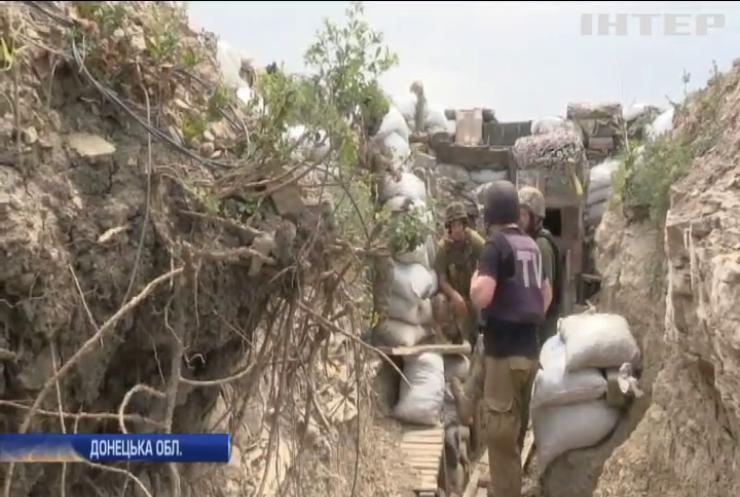 На Донбасі поранило двох українських військових