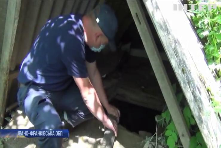 Рятувальники ліквідовують наслідки повені на Прикарпатті
