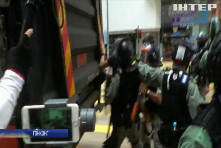 У Гонконгу арештували три сотні мітингарів