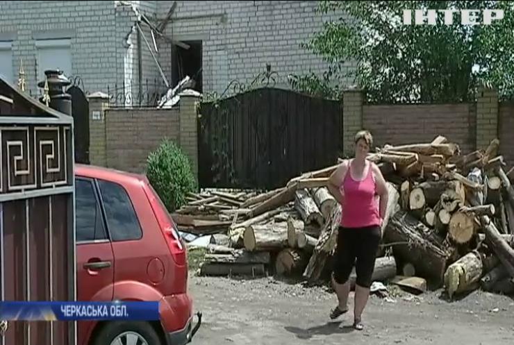 Буревій на Черкащині валив дерева та зривав дахи