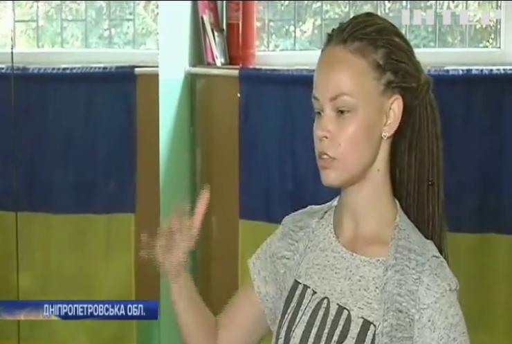 На Дніпропетровщині творчі та спортивні колективи залишилися на вулиці: хто винен