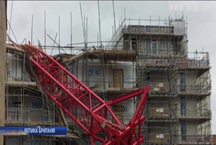 У Лондоні будівельний кран упав на будинки