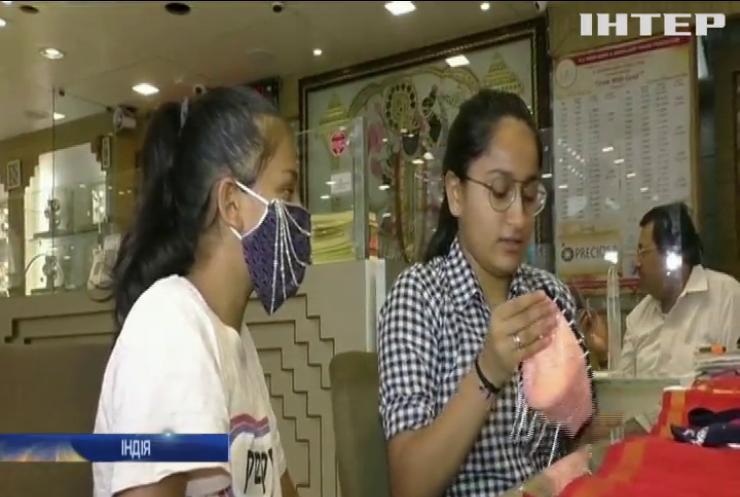 В Індії оздоблюють медичні маски справжніми діамантами