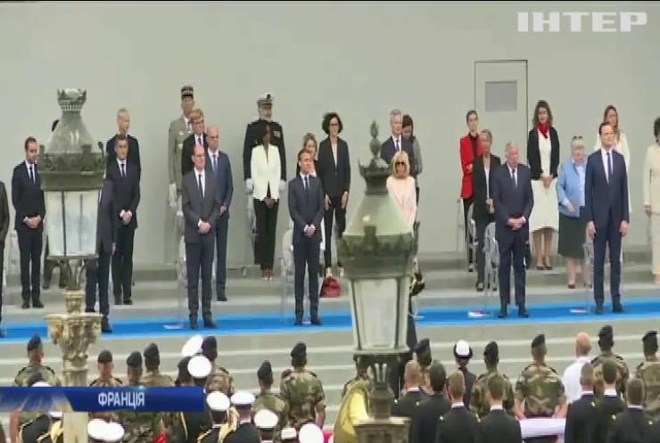 Карантинні салюти медикам замість військового параду: у Франції відзначили День республіки