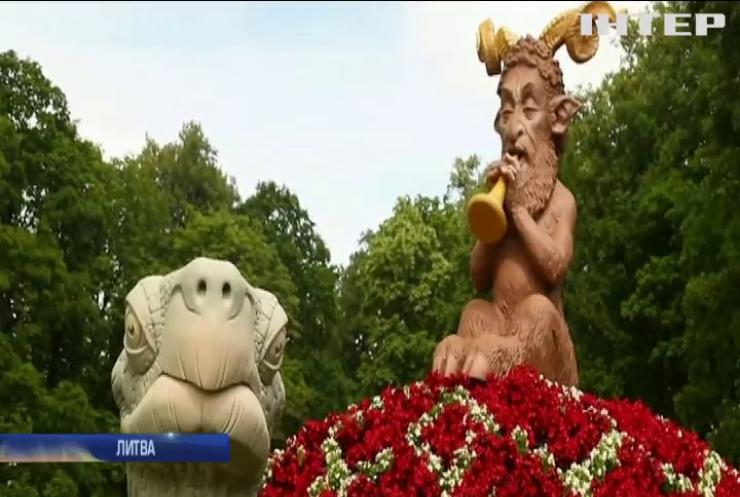 Литовці перетворили старовинну садибу на квітковий рай
