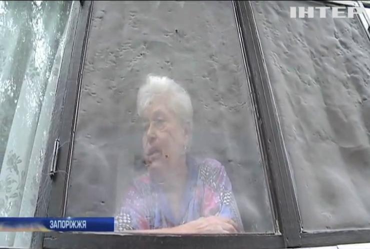 У Запоріжжі пенсіонер роками не може вийти на вулицю: хто винен