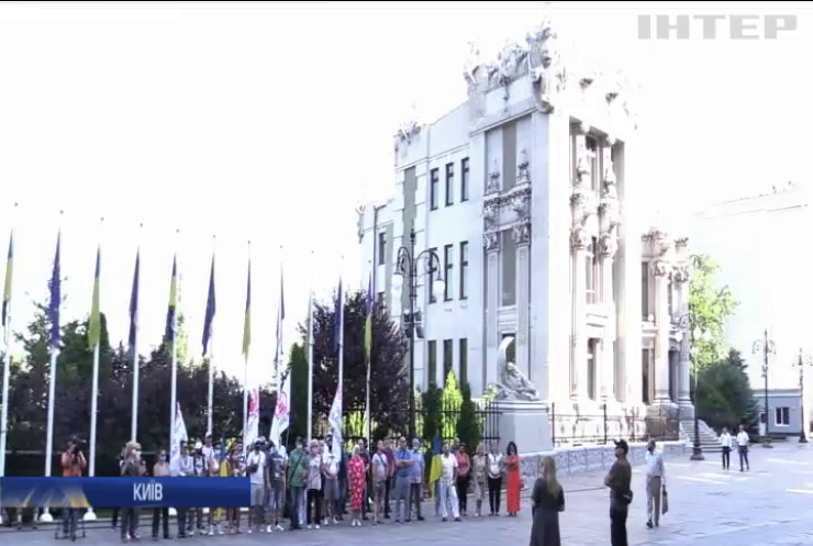 """Під Офісом президента мітингували проти знищення ринку """"Барабашово"""" у Харкові"""
