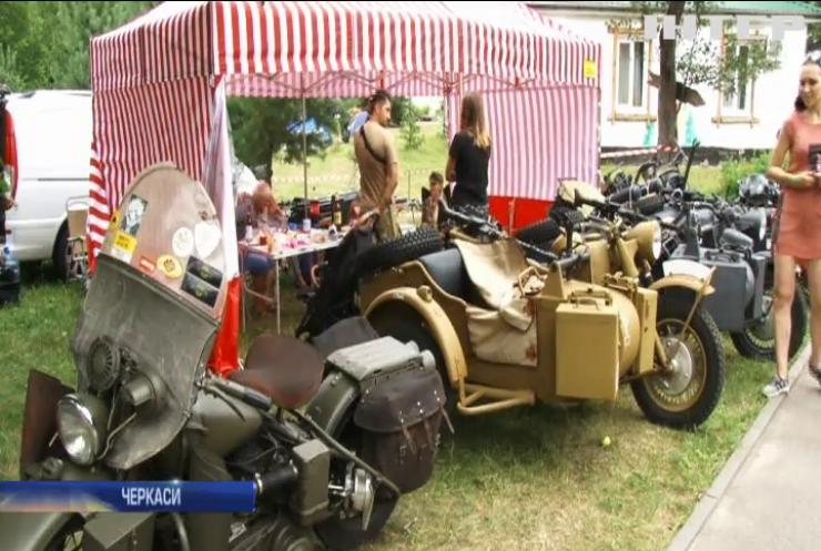 """""""Дорога на Січ"""": у Черкасах пройшов масштабний фестиваль ретро-байків"""