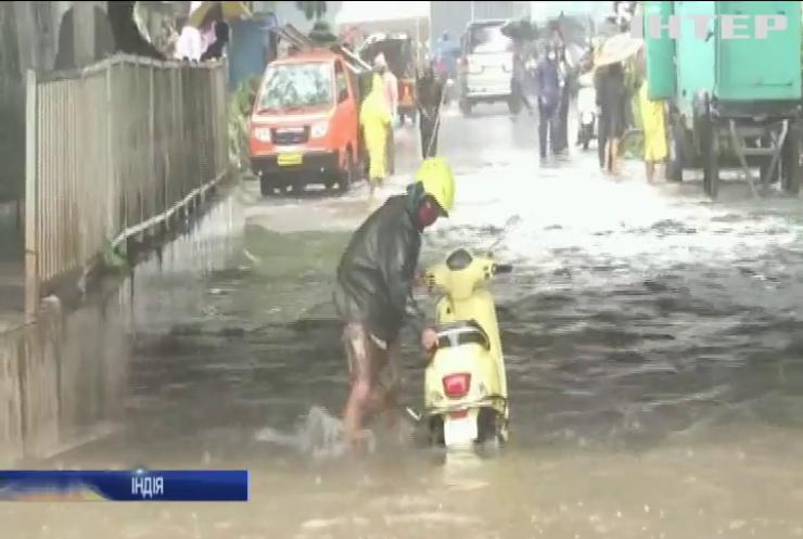 У Мумбаї мусонні дощі спричинили хаос на дорогах