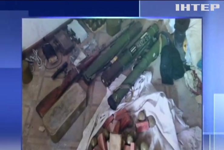 Арсенал для терактів: СБУ виявила сховок бойовиків на Донбасі