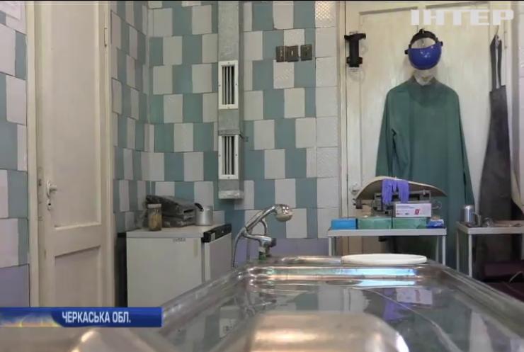 Чому морг на Черкащині зберігає тіла на коридорі без холодильного обладнання