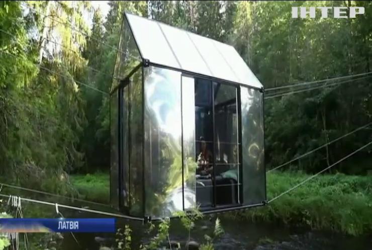 У Латвії туристам пропонують відпочити у дзеркальному будиночку