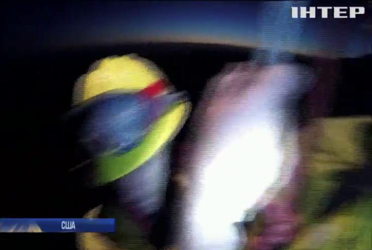 У Каліфорнії з вогняної пастки евакуювали двох рятувальників (відео)