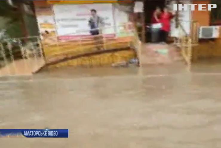 Рятувальники ліквідовують у Вінниці наслідки потужної негоди
