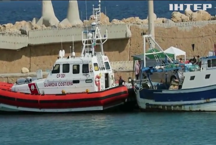 Поблизу узбережжя Італії спалахнув човен з мігрантами
