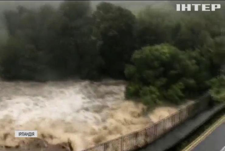 На заході Ірландії після злив підтопило ціле містечко