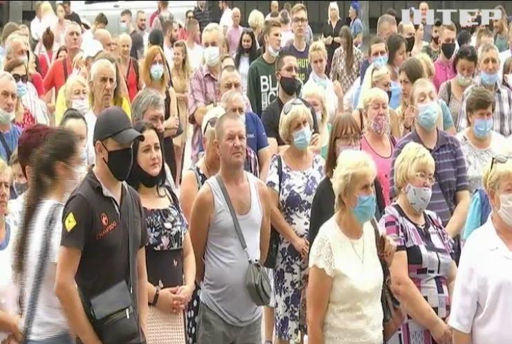 Ігнорування масок та масштабні вечірки: українці масово протидіють карантинним обмеженням