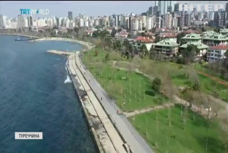 У Туреччині зобов'язали ходити на пляж у масці