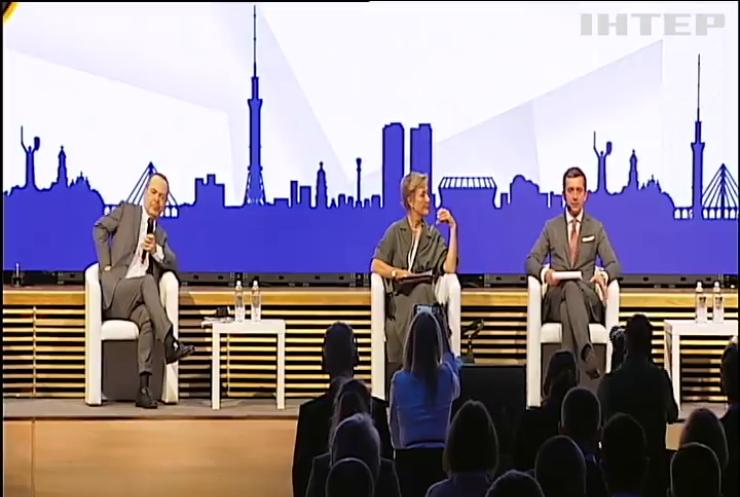 Міжнародні політики обговорили проблеми українського бізнесу на Міжнародному інвестиційному форумі у Києві