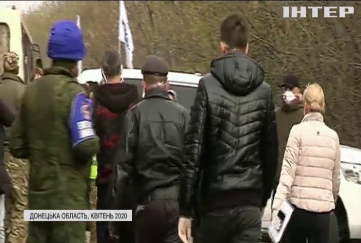 Тристороння контактна група обговорить великий обмін полоненими на Донбасі
