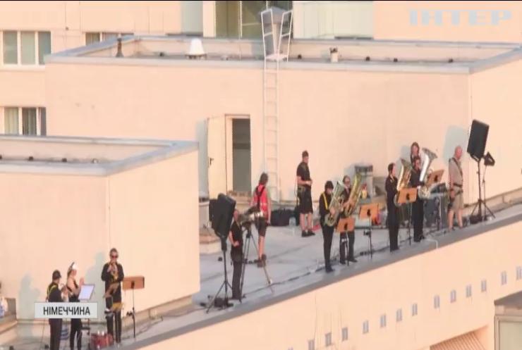 Дрезденський симфонічний оркестр дав концерт на даху багатоповерхівки