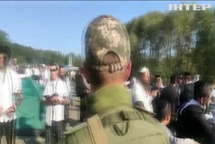 """КПП """"Нові Яриловичі"""" закрили через навалу хасидів-паломників"""