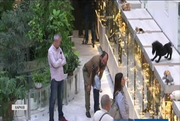 """""""Образи тварин у світовій культурі"""": у Харкові в галереї АВЕК відкрилася унікальна виставка артефактів"""