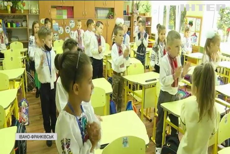 Перше вересня з запізненням: в Івано-Франківську учні сіли за парти