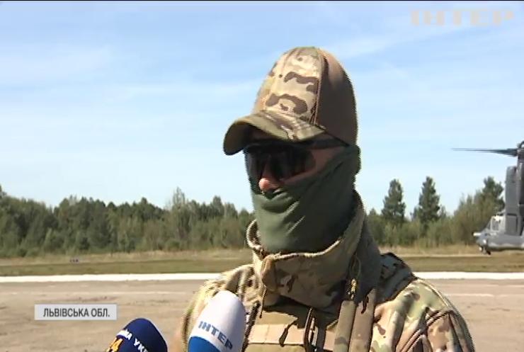 Дивні вертольоти та маневри літаків: як проходять українсько-американські тренування