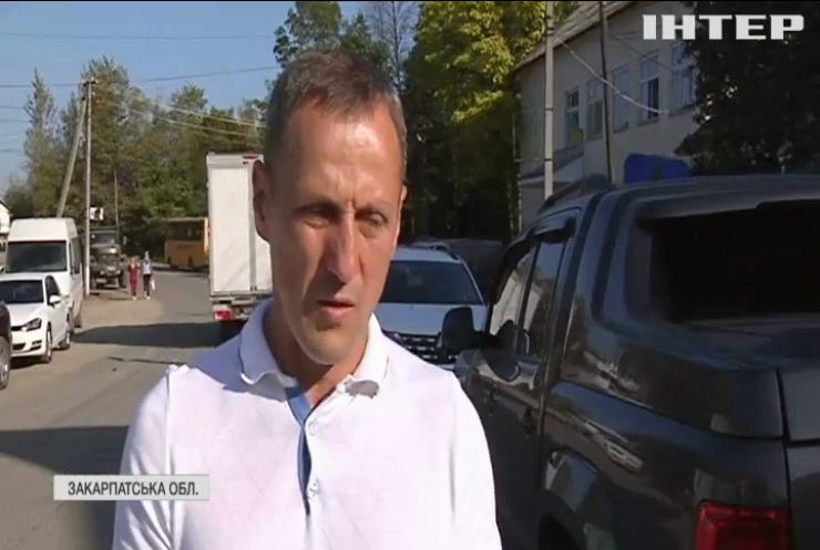 Жителі закарпатського села витрачають години на шлях у три кілометри: коли відремонтують дороги