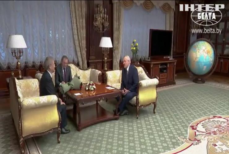 Хто привітав Лукашенка з отриманням президентського посвідчення