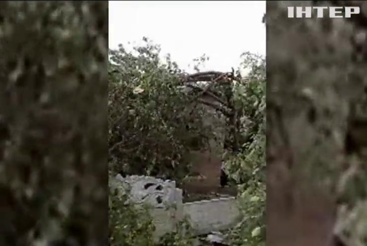 Негода на Херсонщині: буревій залишив десятки будинків без дахів