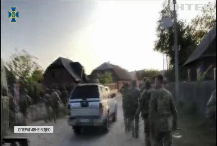 На Поліссі СБУ викрили масштабну контрабанду бурштину