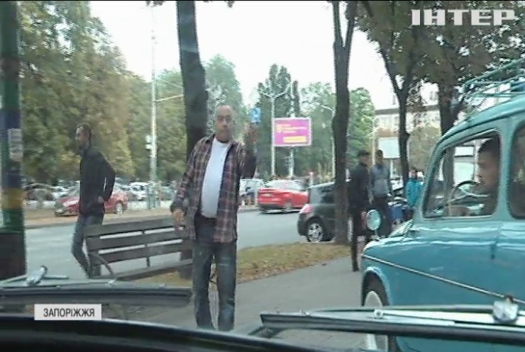 """День """"горбатого"""" Запорожця: чому ЗАЗ 965 називали найдорожчою машиною"""