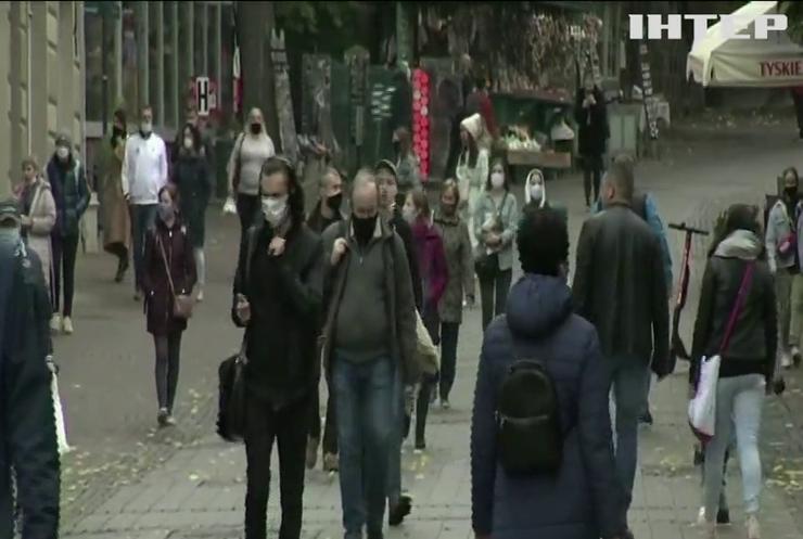 Зачинені бари та ресторани: у Франції посилили карантинні обмеження