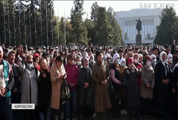 Президент Киргизстану подав у відставку