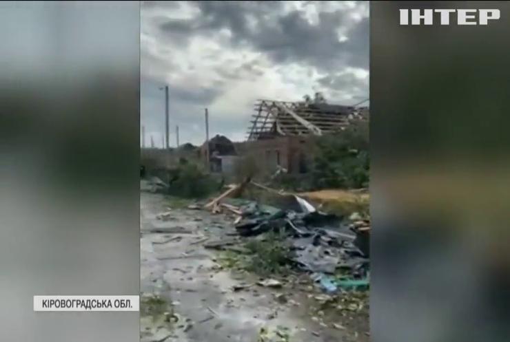 Нищівний вітер накоїв лиха у Кропивницькому (відео)