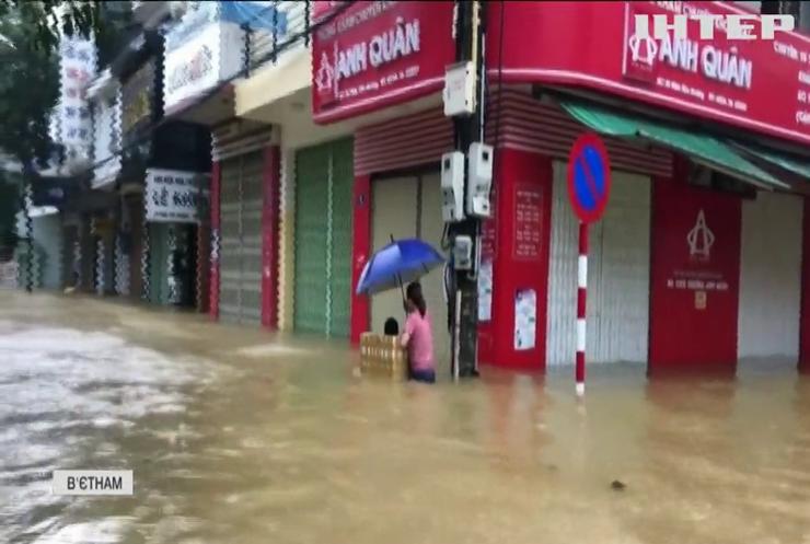 Масштабні повені у В'єтнамі: кількість загиблих зростає