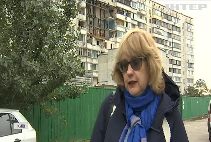 Без даху над головою: мешканці зруйнованої у Києві багатоповерхівки відзначили ювілей порожніх обіцянок