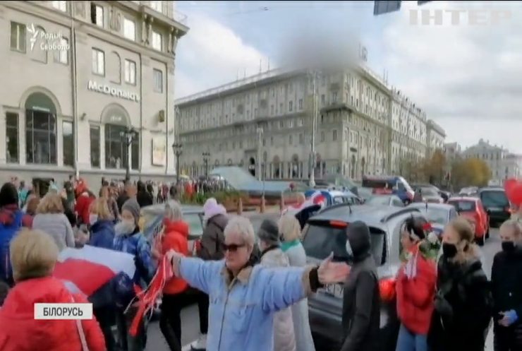 Ультиматум для Лукашенка: білоруси страйкують під постріли та вибухи гранат