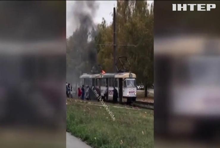 У Харкові під час руху загорівся трамвай (відео)