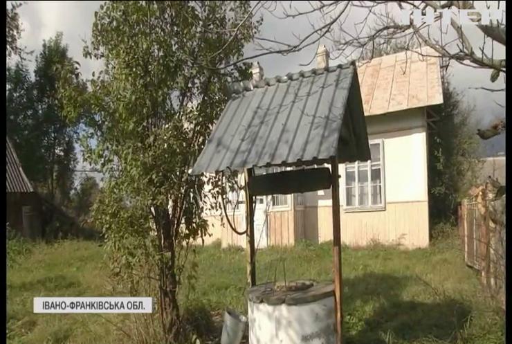 Село на Прикарпатті провалюється під землю разом із жителями